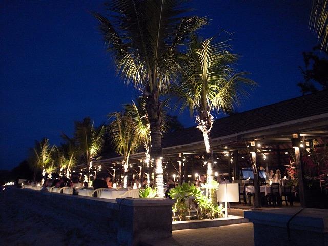 プーケットのビーチにあるローカルレストランが大変なことになってます!