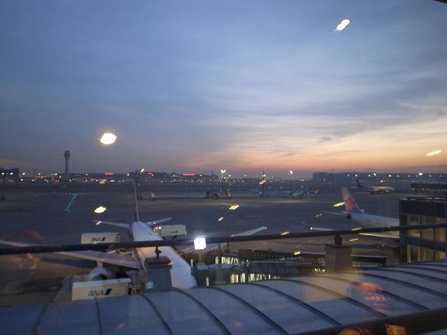 早朝6:35のフライトでシンガポールへ