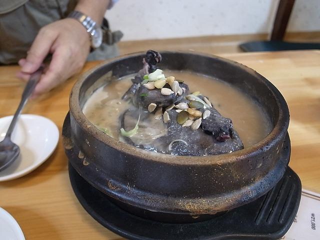 参鶏湯を食べに土俗村へ