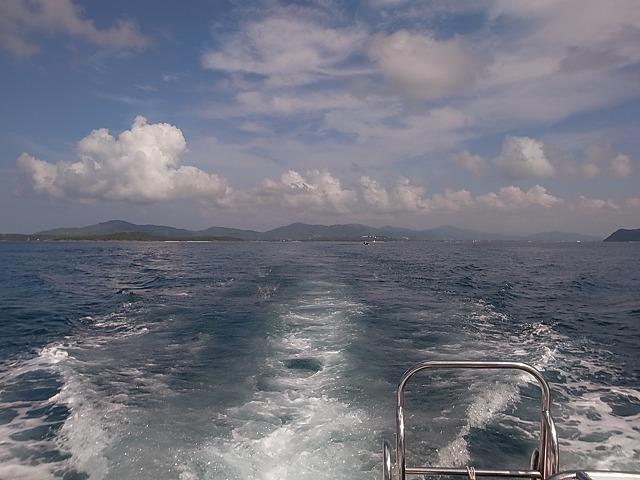 プーケット・シャロン湾からトローリング船に乗って