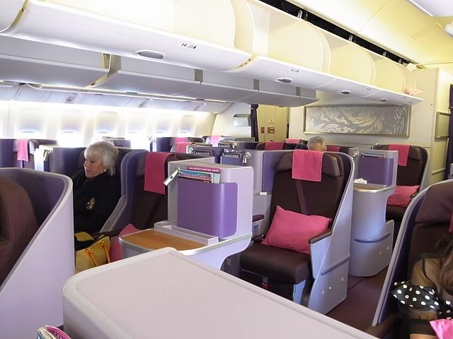 日本からプーケット!どこ経由で、飛んできますか??昼間のフライトは身体が楽でしたよ。