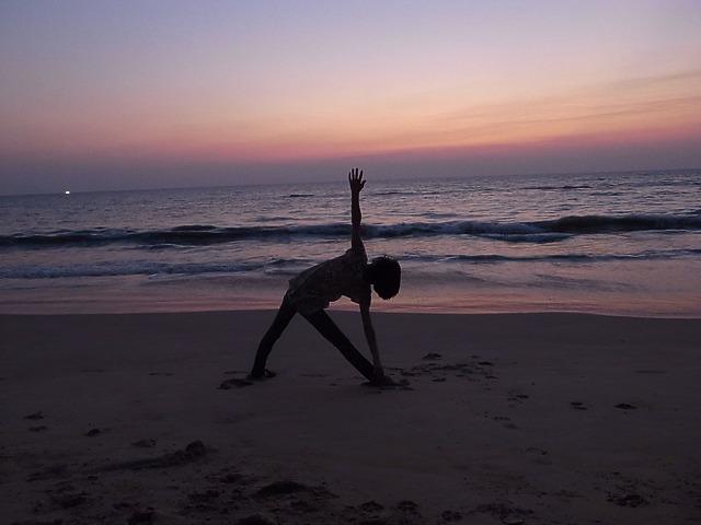 プーケットで夕日が真正面の海に沈むレストランRabiang lay