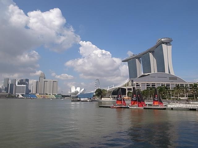 シンガポールコンラッドホテルへは、チャンギ空港からスカイトレインとサークルラインで!