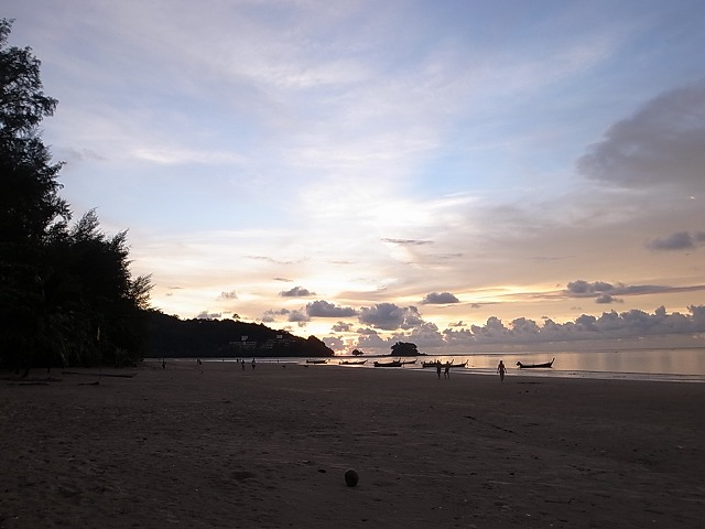 タイ軍事政権によって変わってしまったプーケットのビーチ