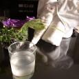 暑い国に来てるからココナッツジュースが美味しい! どこの家でも庭にたくさんなってるココナッツの実。 先日頂いてきたココナッツがテーブルに4個置かれたままになっている。 手に取って振ってみると、チャプチャプと良い音がする。 […]