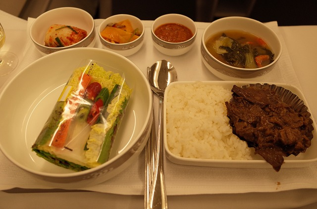 Asiana航空に乗ったら、やっぱり機内食は韓国スタイルを選ぶべし!