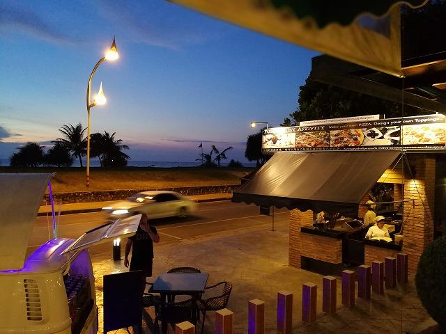 プーケットカロンビーチのヒルトンから歩いて行けるローカルレストラン